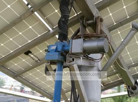 Solar-tracking-machine-screw-jack-actuators